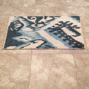 Accessories - High quality NWOT 2x3 ft throw rug